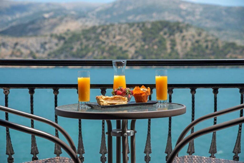 The Senses of Kefalonia: Seawaves and snacks